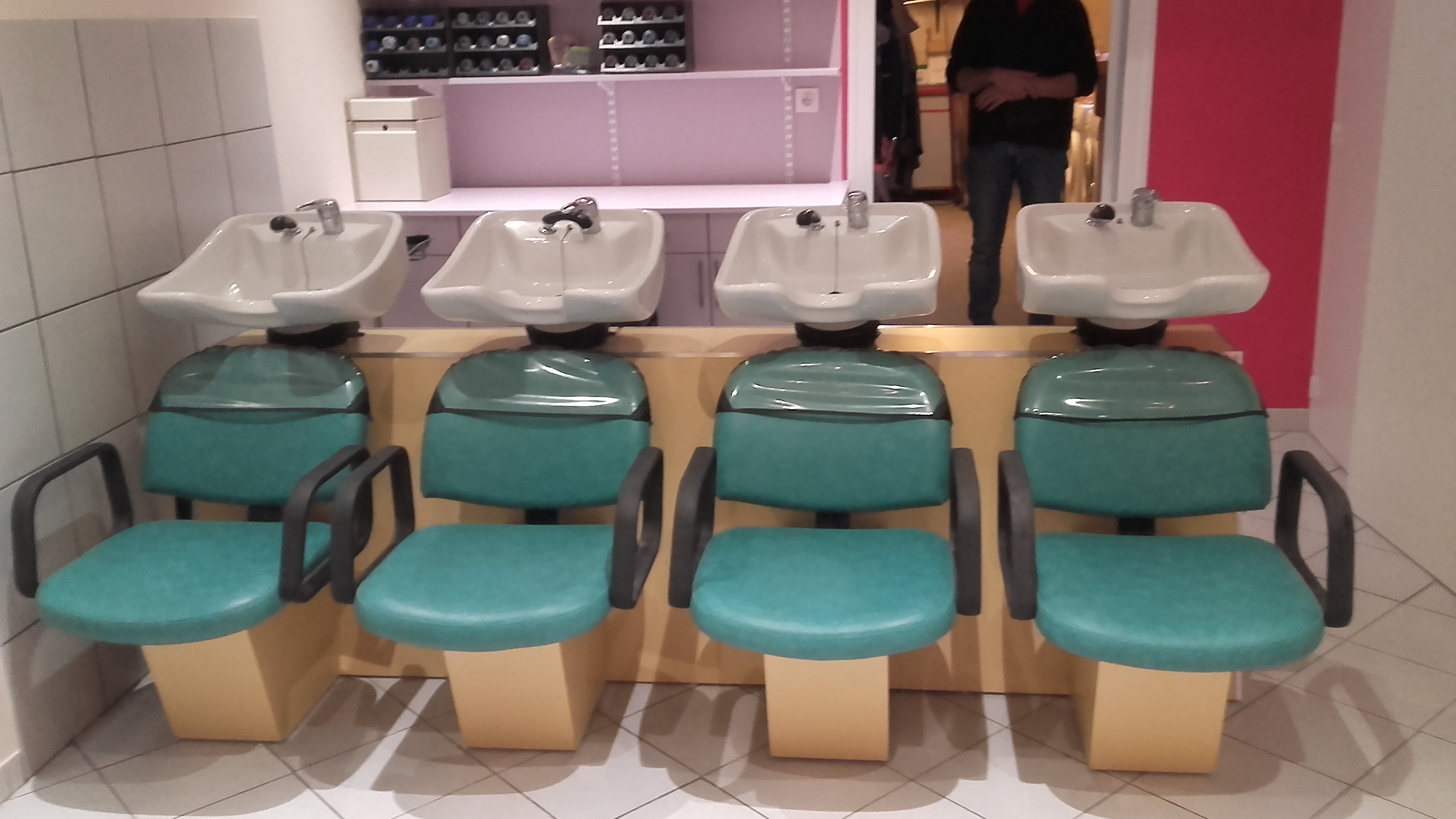 100 production mobilier pour salons coiffure for Meuble coiffeuse montreal